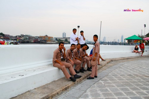 Denizciler de ekspres botu beklerken, Bangkok