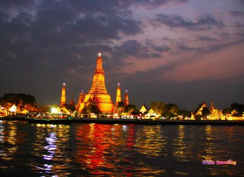 Şafak Tapınağı Wat Arun ışıklarla daha da egzotik gözüküyor, Bangkok