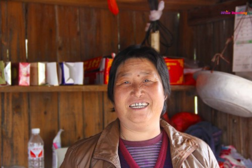 local ladies selling organic products in Xinchang