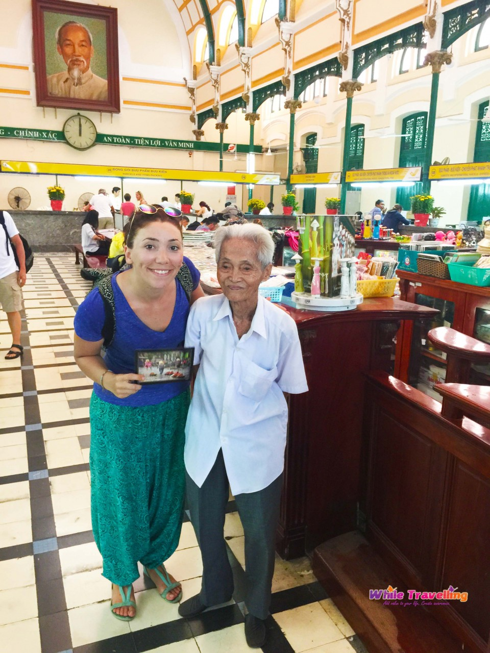 duong_van_ngo_old_man_in_hochiminh_post_office