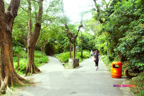 Which way to go in Victoria Trail, Hongkong